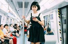 高温天不用出门跑腿 手机上办事人数增长两成多