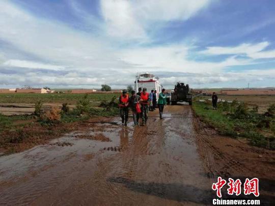 内蒙古固阳县强降水致洪灾 2人死亡5人失踪