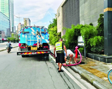 园林部门的绿化洒水车在消防栓取水 违规吗?