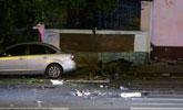 杭州奔驰失控撞人致4死13伤 碗口粗大树被连根撞起