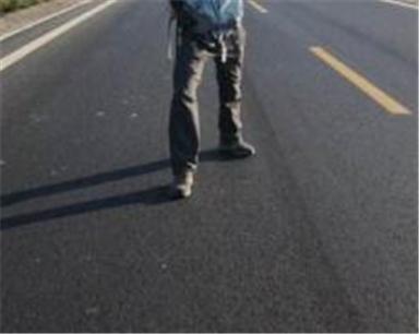 为省十几元路费 宁波一打工男子烈日沿高速暴走27公里