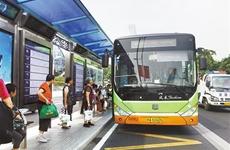 """支付宝在西安发起""""深夜暖心行动"""" 可免费乘坐公交"""