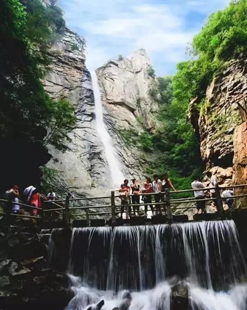 鲁山诗景龙潭峡风景区对18周岁以下青少年免门票