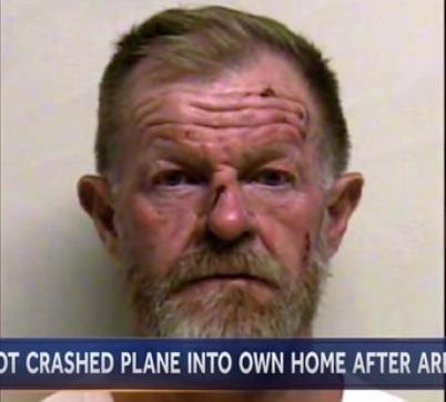 飞行员与妻子吵架后 开飞机撞向全家