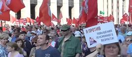 俄上万民众克里姆林宫外游行抗议:反对提高退休年龄!