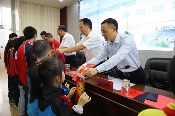 广元:仙居县慈善机构深入旺苍开展助学捐赠运动