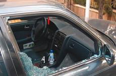 多次砸车玻璃盗窃财物 嫌疑人都只有十几岁