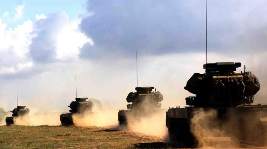 军机处第180期 射程近备弹少 解放军为啥不淘汰自行高炮?