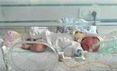 新生女婴被人从车上扔下 手骨折颅内出血仍在抢救