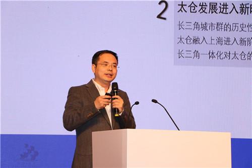 中国社科院城市发展与环境研究所所长助理、研究员李学峰发表演讲