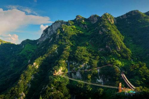 旅游  七峰山景区位于河南省南阳市方城县杨集乡大河口村.