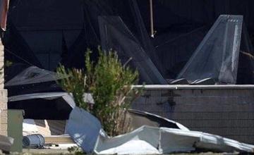 """没处藏没处躲!美军多架F22战机在飓风中受损"""" width="""