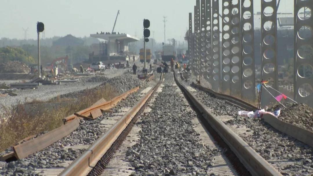 寧啟鐵路二期最新進展:海門段換軌結束 預計年底開通