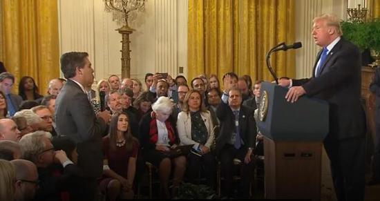 CNN记者提这个问题被打断 特朗普:够了!放下话筒