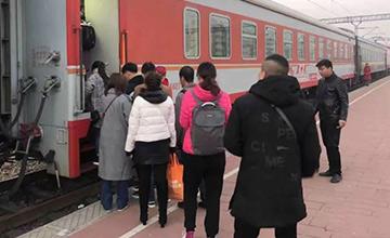 河北到北京:通勤4小时挤火车上班