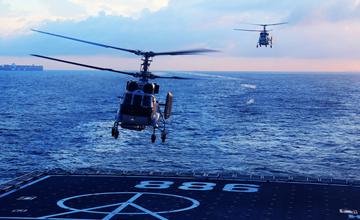中国最大两栖舰现身东海 揭开隐藏8年的秘密