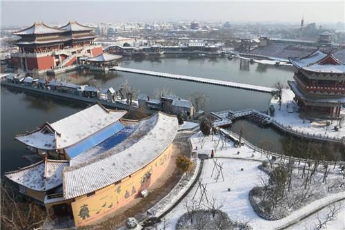 有一种美 是雪后初晴的清明上河园