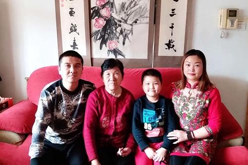 铜川交通大好人刘群花:老外眼中的中国特色热爱糊口好媳妇 誊写孝老敬亲韵事