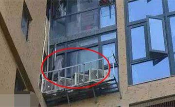 男子楼上住户一天冲马桶几十次 敲开门的一刻他懵了