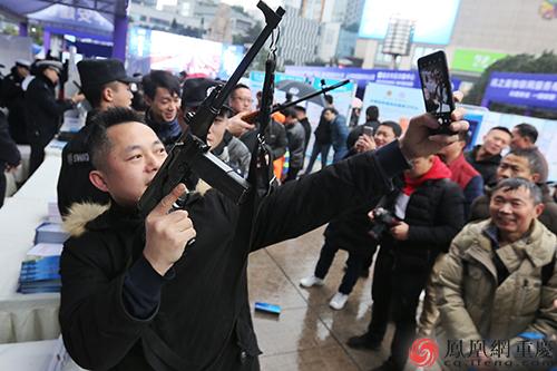 重庆警方开展110主题活动 大批智能化高科技装备亮相铁血壮士全集在线观看
