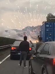 高速路上看烟花