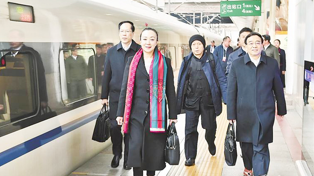 出席全国政协十三届二次会议的住冀委员陆续抵京