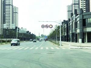 南京 为轻省购房者泊车 某房产公司员工修饰禁停标志被拘