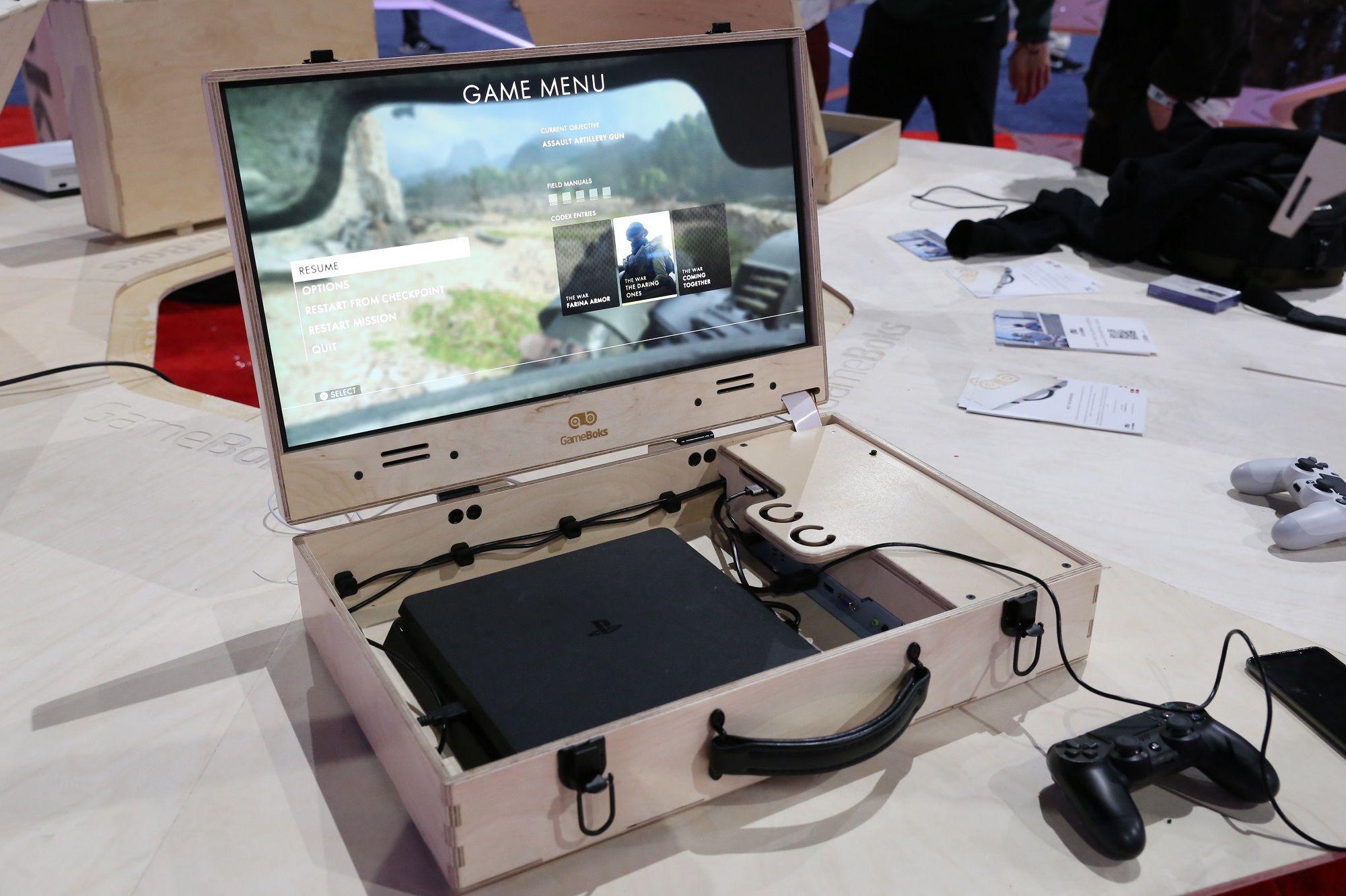 """主机+屏幕""""手提箱""""让你随时随地能玩PS4/Xbox"""