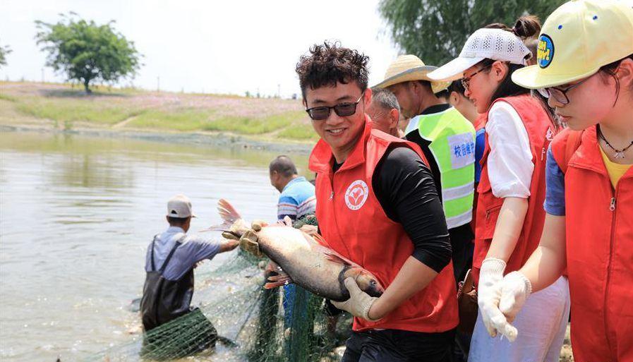 这个大学捕1500斤鱼请毕业生吃