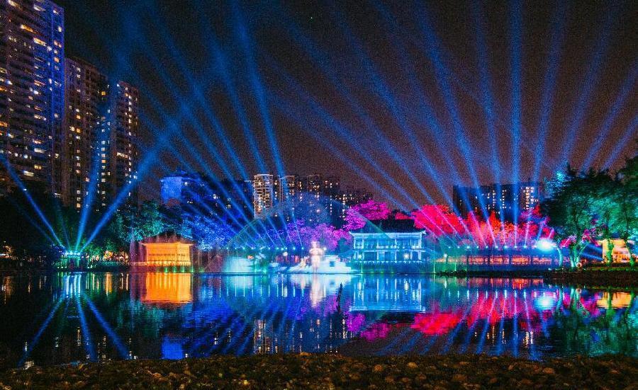 广州:荔枝湾水幕灯光秀26日开幕 喷泉最高可达80米