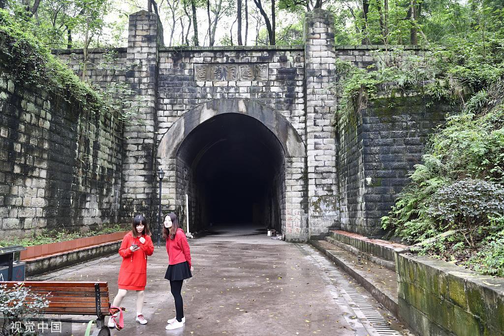 重庆洪崖洞再现日本动漫《千与千寻》场景?还有这些景点完美还原动画场景