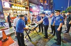 """占道经营对抗执法 """"叁宝烤肉""""负责人被三部门约谈"""