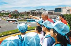 观西安美景 22名山里孩子在志愿者的陪伴下游古城