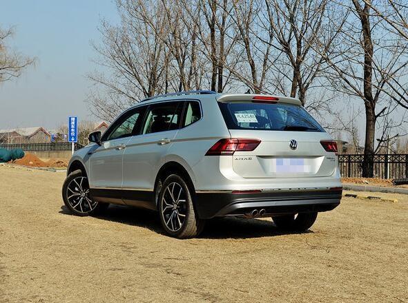 新车提供黑色,极地白,冰岛银,天漠金,桑巴橙五种颜色可选.据悉,全新