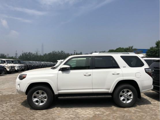 凤凰网汽车 滨海 降价 正文  2018款丰田超霸配置:4runner sr5 :4.