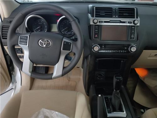 新车采用双区自动空调,后排不仅有出风口,还提供单独的控温及风力调节