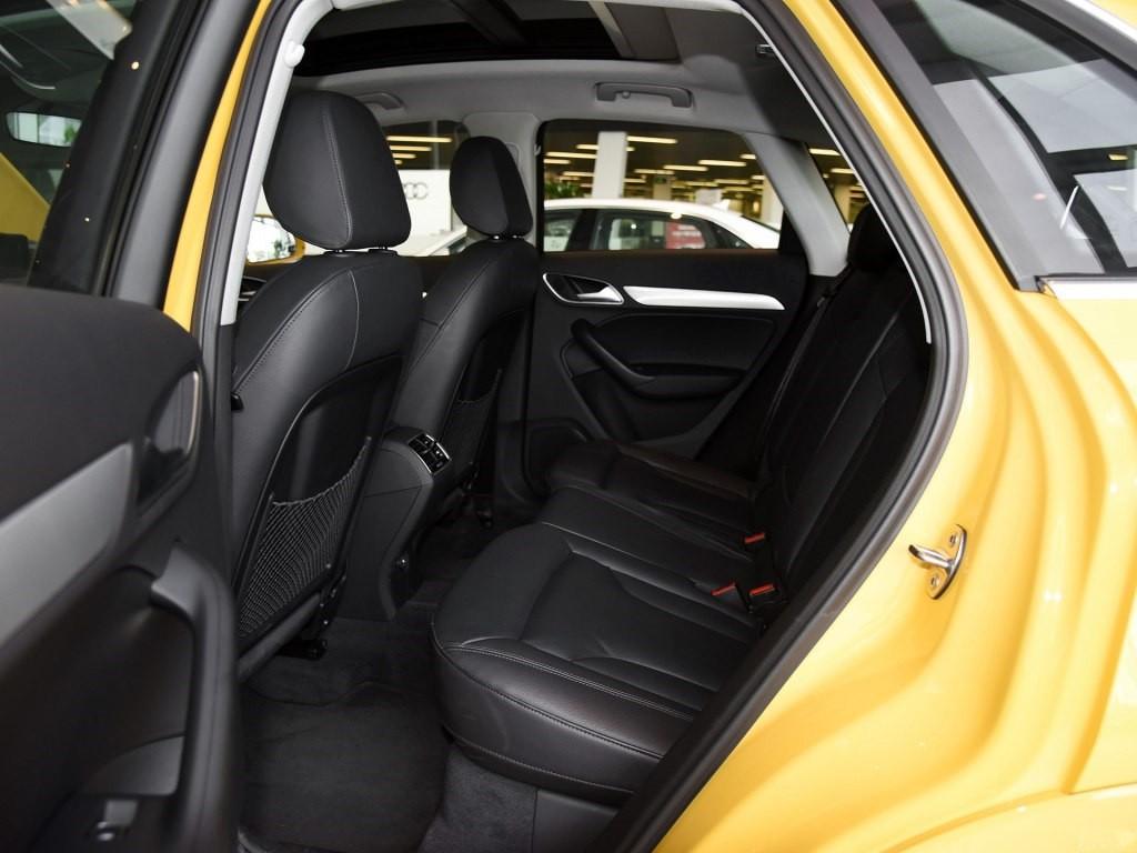 车窗下方个性鲜明的飓风线设计,营造出生动的光影效果,在驰骋中成为一