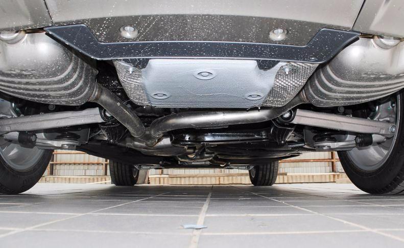 细节方面,奥迪q5的车身结构大部分由高强度和超高强度钢材构成,在降