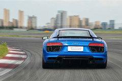 体验奥迪R8高性能版 你也能开得飞快!