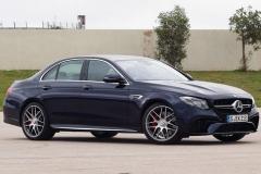 新款AMG E63路试照 操作更加灵敏准确