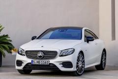 奔驰E级Coupe起售价约29.8万 明年交付