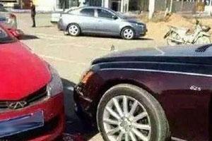 奇瑞撞上迈巴赫 车主哭着说不是钱的问题