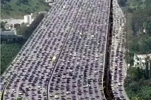 史上最大规模堵车 连起来绕地球两圈 密集恐惧症慎入
