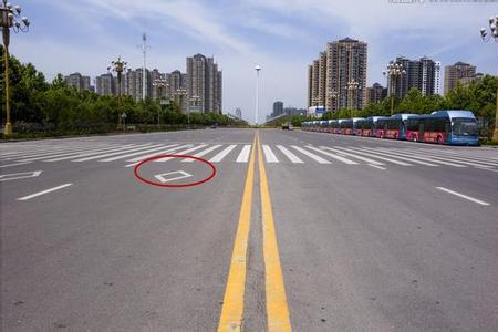 95%的车主都不知道,路面上这4个标志很容易导致违章