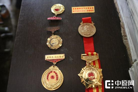 老人获得的部分荣誉勋章