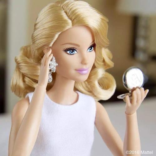 中国版真人芭比娃娃迪丽拉
