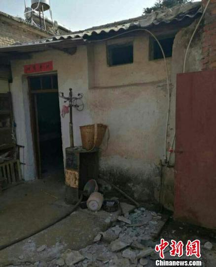 云南个旧地震 暂无人员伤亡 部分市民夜宿户外避险图片
