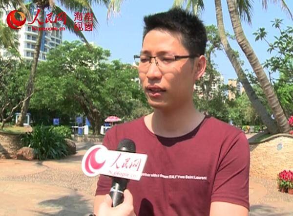 海口市民接受采访