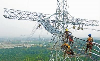 此举标志甘肃至湖南±800千伏特高压直流输电路开始架线施工.