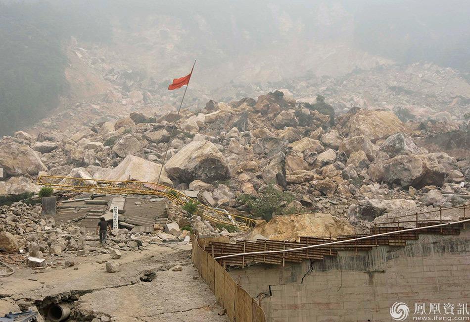 天,是5.12汶川地震的8周年纪念日.2008年14时28分04秒,一个图片